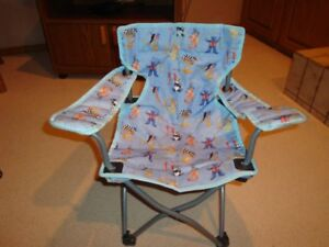 CHILD'S FOLDING CAMP OR PATIO CHAIR