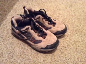 Boys hikers - Size 5