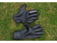 2 pairs of surfing gloves