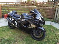 SUZUKI GSX1300R HAYABUSA STUNNING BIKE, LOADS OF EXTRAS, GIVI TOP CASE AND GIVI SIDE PANNIERS