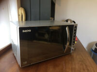 Hardly used Sanyo EM-S2297V 17L Digital Microwave, silver stainles steal cover.