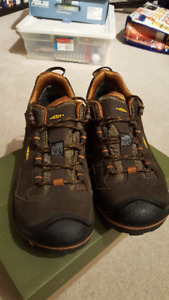 Men's Keens - Voyager - Brown Leather - Size 11 - Worn Once