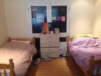 Twin Room in Tooting. Available 1/8.
