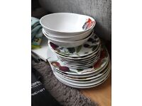 Linea fruit plates and bowls