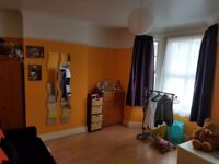 Large double room now available for rent in Leyton (East London - Central line)