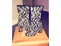 Woman's heeled boots