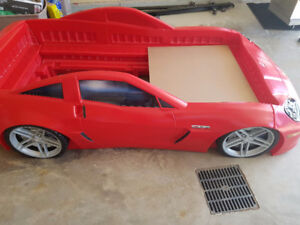 Step 2 Corvette Bed with twin size mattress included