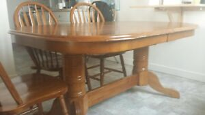 Dining table set 6 chairs / extendable could fit 8 chairs