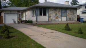 Bungalow for rent near U of M and schools, bus