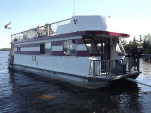 Gorgeous 44' Houseboat on Lake of the Woods