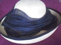 Ivory natural fibre hat with navy trim