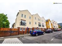 *** Newly Redecorated 4 Double Bedroom Three Storey House With Two Bathrooms & Roof Terrace ***