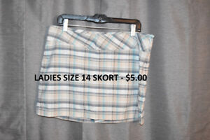 EUC Ladies Size 14 Shorts/Skorts/Capris