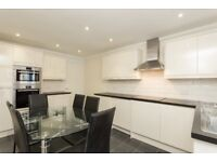 Perfect for Sharers. 3 Double Rooms, Seconds from Tower Bridge. Large Reception + Seperate Kitchen