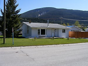 CROWSNEST PASS HOME FOR RENT UTILITIES, CABLE, INTERNET INCLUDED