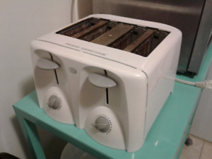 4 slice toaster. Works great.