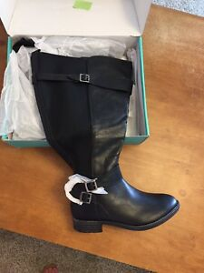Size 9W wide calf boots