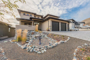 Sun Rivers  5 year old upscaled home is simply stunning!