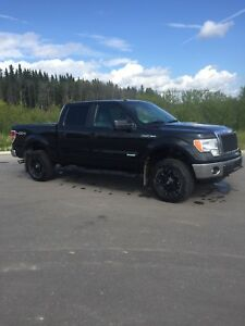 2014 Ford F 150 4x 4 XLT Super Crew , Black , low km .