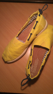 Size 6 Toms womens shoes