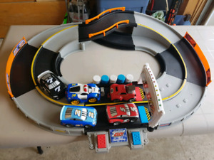 Fisher-Price Shake And Go Speedway with 5 cars