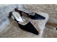 Only worn once, elegant black evening shoes