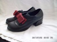 girls leather hard wearing school shoes size 4