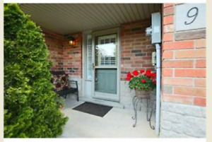 Great 3 bedroom townhouse for rent in Grimsby (Casablanca & QEW)