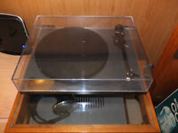 Rega RP1 tuntable with Rega Carbon
