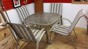 Set  Of 4 Patio Chairs And Table