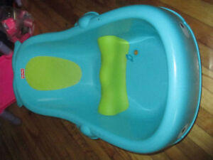 Fisherprice baby bathtub for sale/ Fisherprice baignoire bébé à
