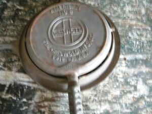GRISWOLD WAFLE IRON NO 8