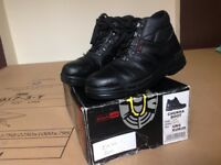 Black Rock steel toe capped black chukka boots size 6