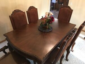 Dining Set w/ 6 Chairs & Extendable Length, 9/10 condition