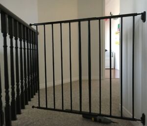 Adjustable stainless baby or pet gate