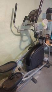 exerciseur elliptique afg 3.0ae