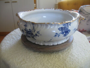 GORGEOUS OLD ROYAL SEMI-PORCELAIN ENGLISH-MADE TUREEN