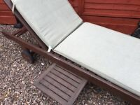 Solid wood sun longer with drink tray, and cushion