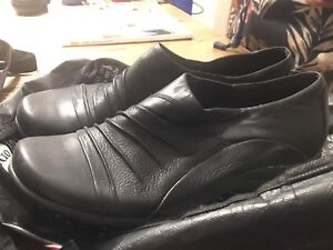 CHAUSSURES HUSH PUPPIES NOIR COMME NEUF