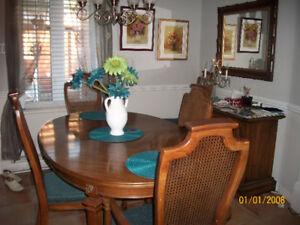 Beau mobilier salle   manger  6  places