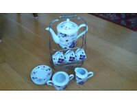 Porcelain coffee set with 4 cups and saucers, sugar, milk and caddy