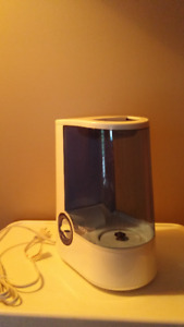 Vicks warm mist humidifier - like new - used only once - $25