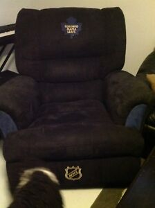Maple leaf recliner