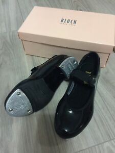 Girls size 11 Bloch tap shoes excellent condition