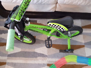 Bicycle with training wheels ( Brand New)