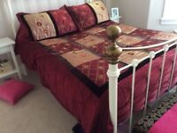 Lovely bed throw / bed spread with two pillow cases