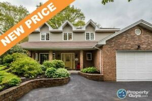 NEW PRICE!  This home offers the full package! 2 storey