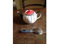 Whittard of Chelsea polka dot large tea pot with strainer £15