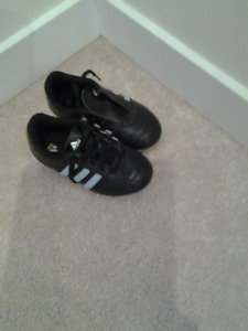 Toddlers adidas soccer clets size 10