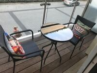 STYLISH OUTDOOR OR INDOOR PATIO SET 2 CHAIRS AND TABLE. GREAT CONDITION